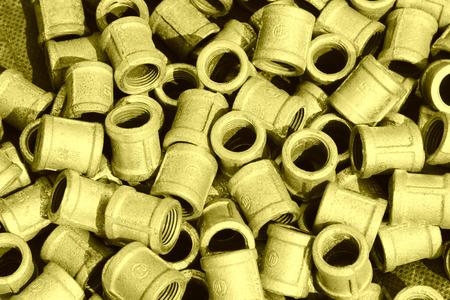 guarniciones: Instalaciones de tuber�as de fontaner�a de metal apilados juntos Foto de archivo