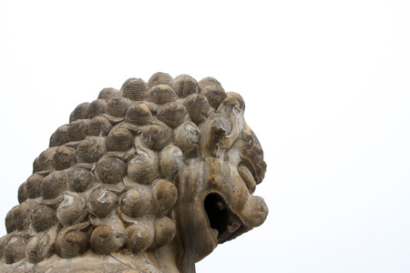 humanism: CHENGDE CITY - 20 de octubre: leones de piedra tallada en Chengde resort de monta�a, en 20 de octubre 2014, la ciudad de Chengde, provincia de Hebei, China