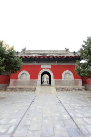 humanismo: CHENGDE CITY - 20 de octubre: Templo Yongyou arquitectura del paisaje en Chengde resort de monta�a, en 20 de octubre 2014, la ciudad de Chengde, provincia de Hebei, China Editorial