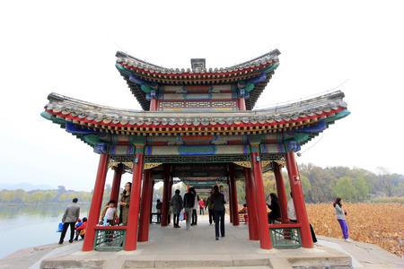 humanisme: La ville de Chengde - 20 octobre: ??traditionnelle chinoise paysage de b�timent de style � Chengde station de montagne, le 20 octobre 2014, la ville de Chengde, province du Hebei, en Chine