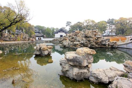 humanisme: La ville de Chengde - 20 octobre: ??Wen Jardin for�t de lion paysages � Chengde station de montagne, le 20 octobre 2014, la ville de Chengde, province du Hebei, en Chine Editeur