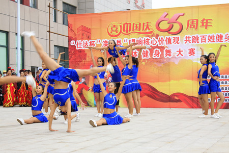 belly button girl: LUANNAN COUNTY - SEPTEMBER 27: dance performance at the National Day party, on september 27, 2014, Luannan County, Hebei Province, China Editorial
