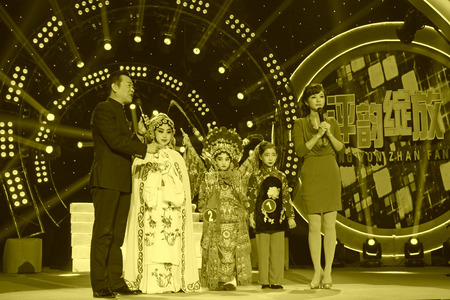 LUANNAN COUNTY - JANUARY 6: The CCTV opera channel host Zhao Baole and liu chang and actors on the stage, in the ChengZhaoCai grand theater, January 6, 2014,luannan county, hebei province, china. 新聞圖片