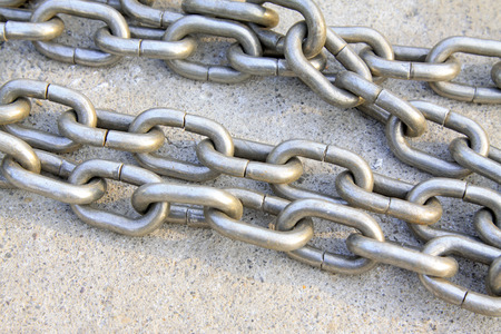 iron chain: iron chain, closeup of photo
