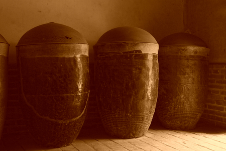 cilindro: caja de botellas de cer�mica antigua