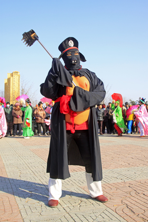 volatile: LUANNAN COUNTY - MARCH 1: traditional Chinese style yangko dance performances in the square, on march 1, 2015, Luannan County, Hebei province, China