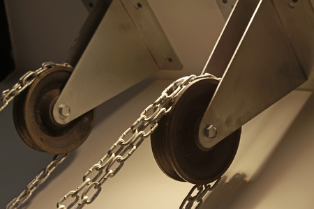 polea: pulley and chains, closeup of photo
