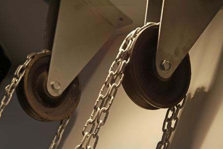 polea: poleas y cadenas, primer plano de la foto