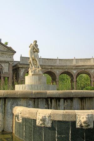 psyche: Parejas escultura - Cupido y psique en un parque, de cerca de foto