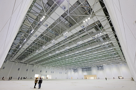 struttura in acciaio costruzione di geometria in una sala