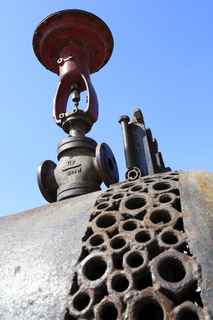 componentes: rusty mechanical components, closeup of photo