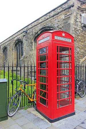 cabina telefono: cabina de teléfono público en Cambridge, Inglaterra