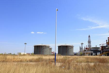 storage tanks: Storage tanks and drilling platforms in china