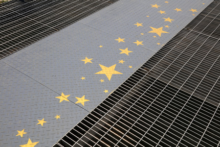 uplift: Yellow stars in the checkered plate, closeup of photo