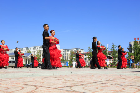 bailes latinos: Tangshan - August 8: Latin dance performances in the park, August 8, 2016, tangshan city, hebei province, China Editorial