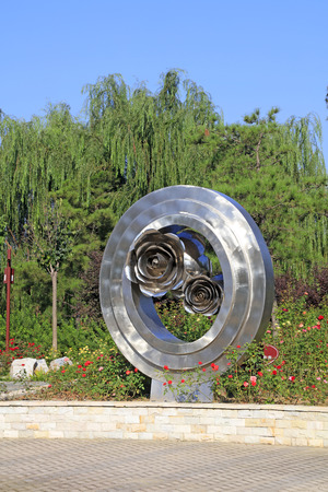 Stainless steel roses sculpture