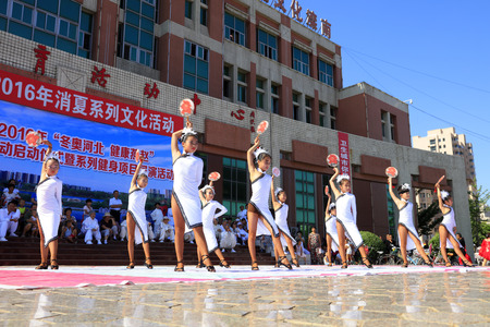 baile latino: Tangshan - August 8: Childrens Latin dance performances in the park, August 8, 2016, tangshan city, hebei province, China Editorial