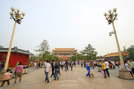 Visitors outside the Imperial Palace,  Beijing Редакционное