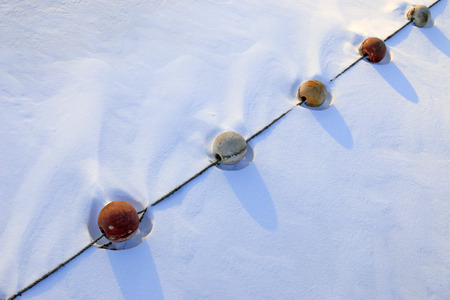 Schwimmerkugel im Schnee Standard-Bild - 91658706