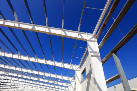 A white steel beam under the blue sky 版權商用圖片 - 97116030