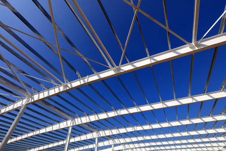 A white steel beam under the blue sky 版權商用圖片 - 97118308