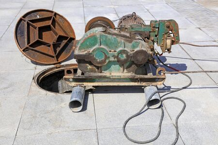 Simple lifting machines on the ground
