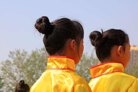 Yellow dress girl Zdjęcie Seryjne - 151146923
