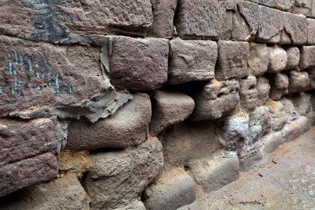Broken rock walls Imagens