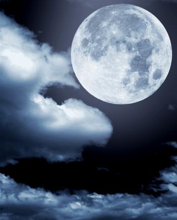 noche y luna: la luna en las nubes Foto de archivo