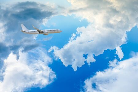 High-altitude airplane and beautiful sky in spring Banco de Imagens