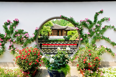 Chinese traditional garden in hangzhou Imagens - 37588126