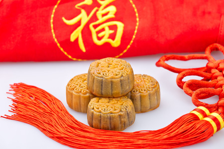 enveloping: China Traditional moon cakes