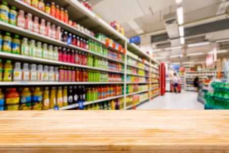 Vector de madera y Supermercado bebidas borrosos fondo Foto de archivo - 49567008