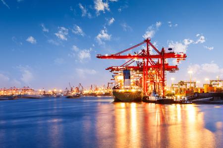 Pojemnik przemysłowy towarowy Port Trade sceny na zachodzie słońca Zdjęcie Seryjne