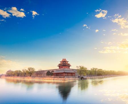 Beijing de keizerlijke paleis uitkijktoren in de schemering