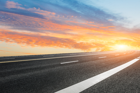 Asphalt road and sky cloud landscape at sunset Standard-Bild