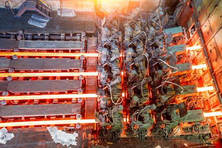 hot steel on conveyor in steel plant Banque d'images
