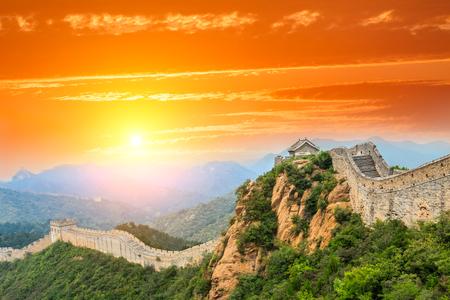 Grote muur van China bij de jinshanling sectie, zonsonderganglandschap Stockfoto