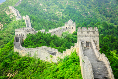 Słynny Wielki Mur Chiński, niszczący naturalny krajobraz