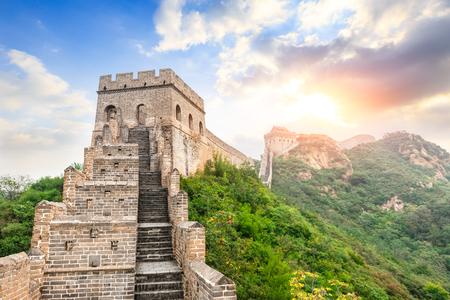 Grande Muralha da China na seção jinshanling, pôr do sol paisagem natural Foto de archivo - 93537073