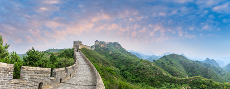 Majestic Great Wall of China at sunset,panoramic view Banque d'images