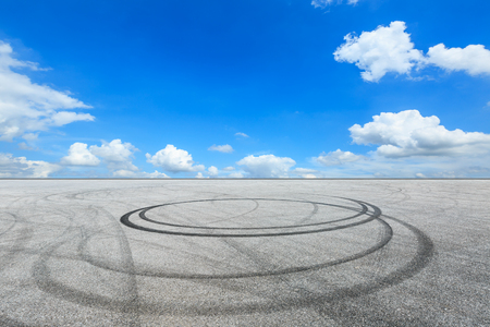 Car track square and blue sky with white clouds on a sunny day 版權商用圖片
