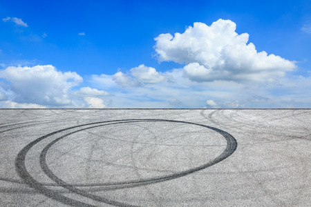 Car track square and blue sky with white clouds on a sunny day Banco de Imagens