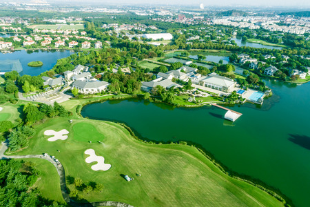 Aerial view of a beautiful green golf course 免版税图像