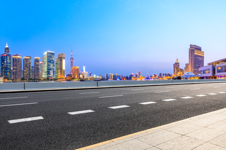 Highway road and skyline of modern urban buildings in Shanghai 版權商用圖片