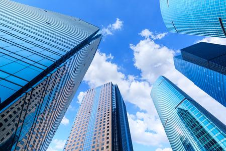 opinión de ángulo baja, de, rascacielos, en, shanghai, china Foto de archivo