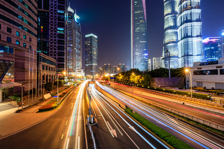 Belle vue nocturne de la ville de Shanghai
