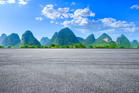 Race track road and green mountain natural scenery in Guilin,China. Stockfoto
