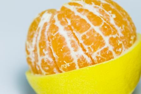 mediaan: Mediane gedeelten van mandarijn citroen compatibel begrip Stockfoto