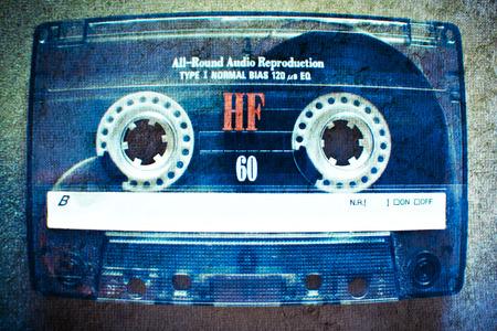 Old tape Vintage cassette dans le ton bleu. Éditoriale